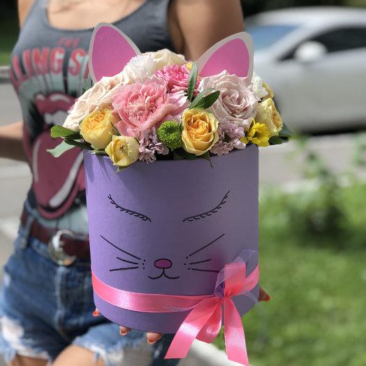 Шляпная коробка Киска: букеты цветов на заказ Flowwow