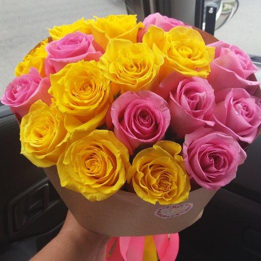 Букет из 17 желто-розовых роз