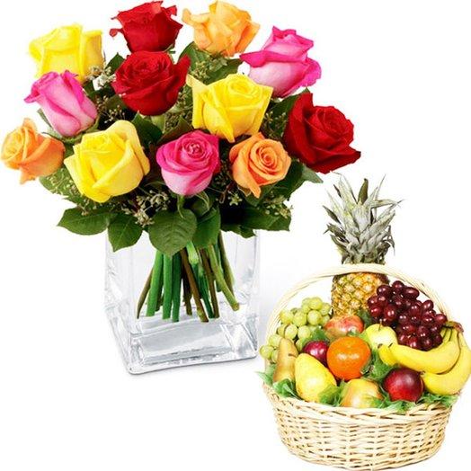 """Набор """"13 разноцветных роз и корзина фруктов"""". Код 180115"""