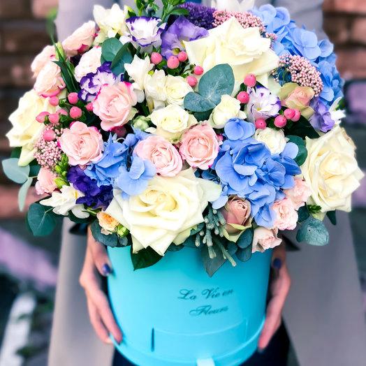Премиум коробка с цветами и конфетами: букеты цветов на заказ Flowwow