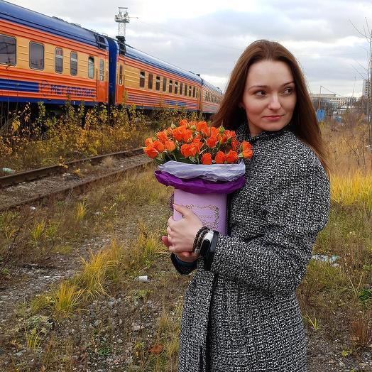Композиция из кустовых роз в шляпной коробке: букеты цветов на заказ Flowwow