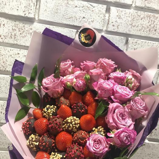 Букет из роз с клубникой в ПП шоколаде