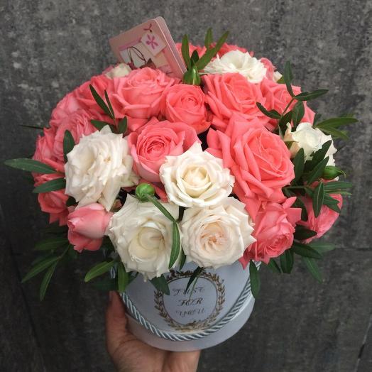 Коробочка с Кустовой розой: букеты цветов на заказ Flowwow