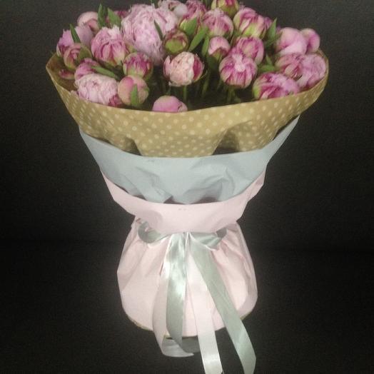 Букет из 51 розового пиона Сара Бернар в стильной упаковке: букеты цветов на заказ Flowwow