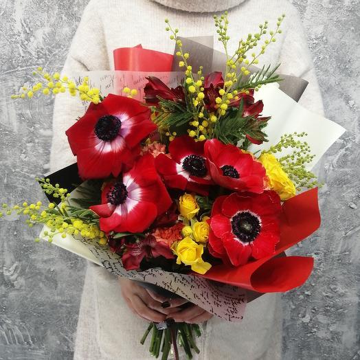 """Яркий букет из анемонов, альстромерии и мимозы """"Пламя любви"""": букеты цветов на заказ Flowwow"""