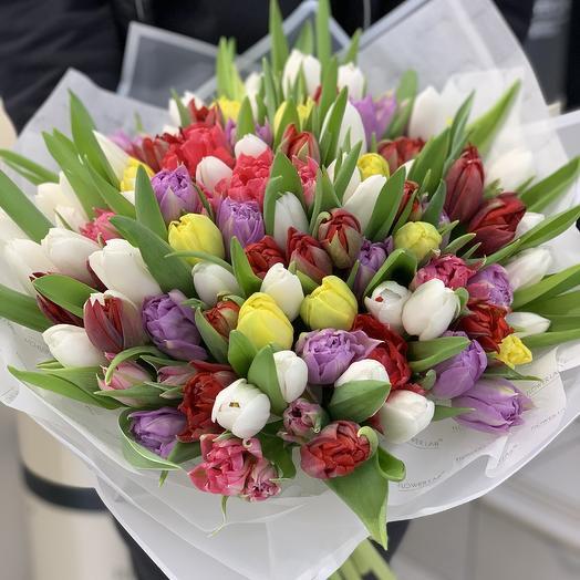 Яркий микс тюльпанов