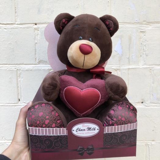 Мишка с красным сердцем: букеты цветов на заказ Flowwow