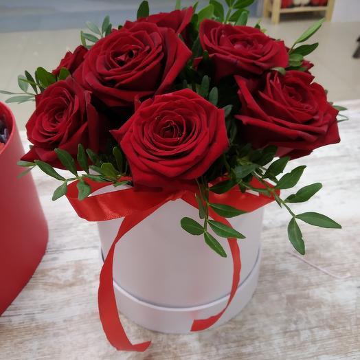 9 Красных роз в коробке: букеты цветов на заказ Flowwow