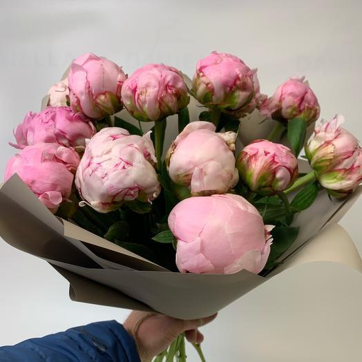 Букет из 13 розовых пионов