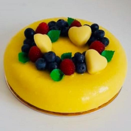 Торт манго-маракуйя с ягодами
