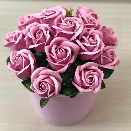 Розы пудровые мыльные в бумажном ведерке