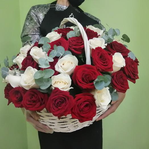 Корзина подарочная из 51 розы
