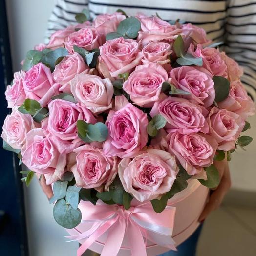 Роза Пинк Охара в коробке с эвкалиптом