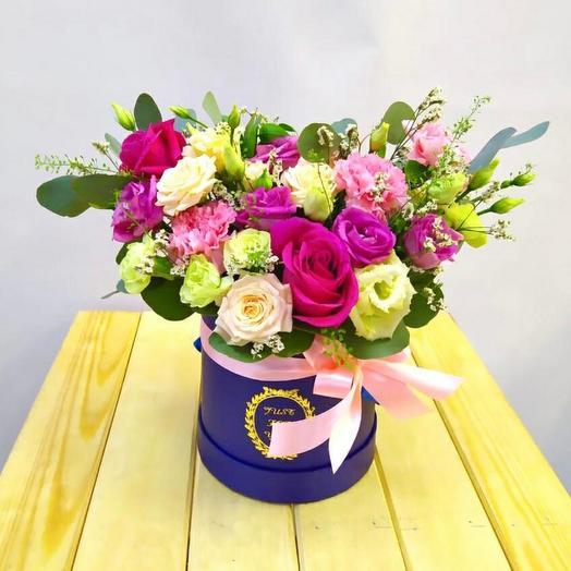 Коробка с цветами в свободной форме