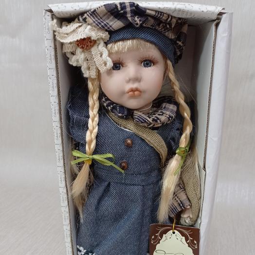 Куколка в берете