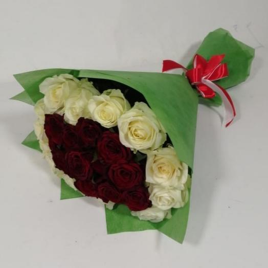 """Букет из роз """"красное в белом"""""""