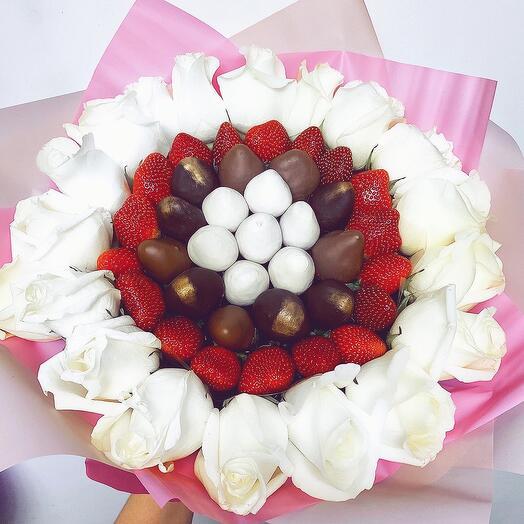 Клубничный букет с розами XL