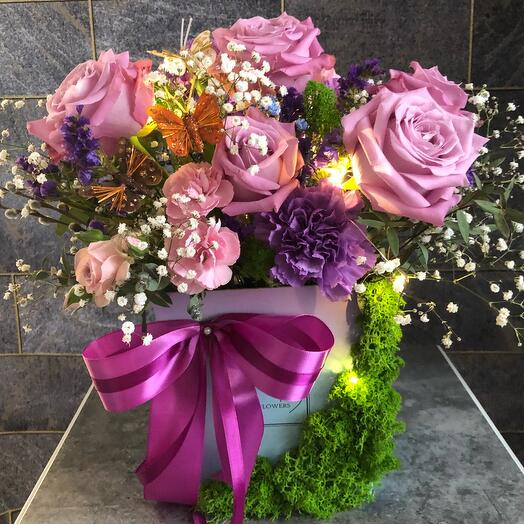 Цветы в коробке с подсветкой «Лунная соната»
