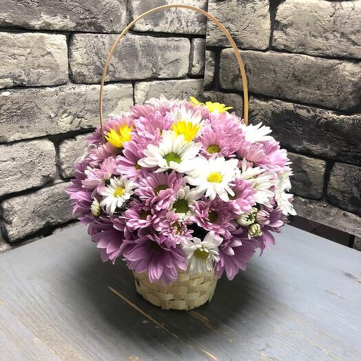 Корзина с цветами На ромашковом поле