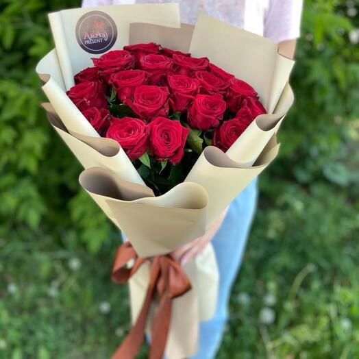 Изящный Букет из 19 красных роз