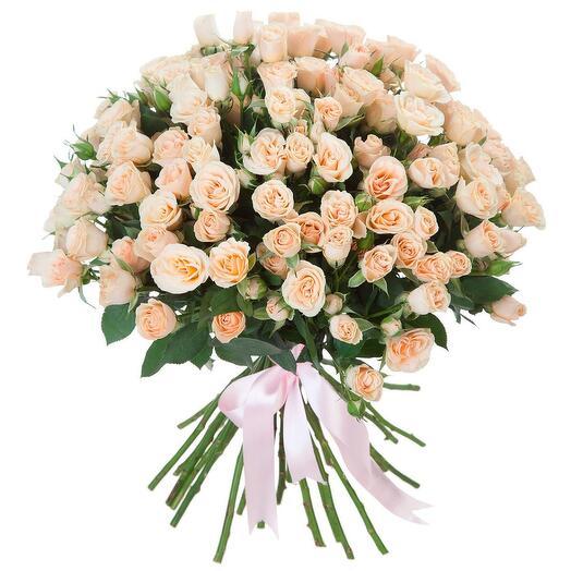 Нежный букет из кремовых роз 60 см