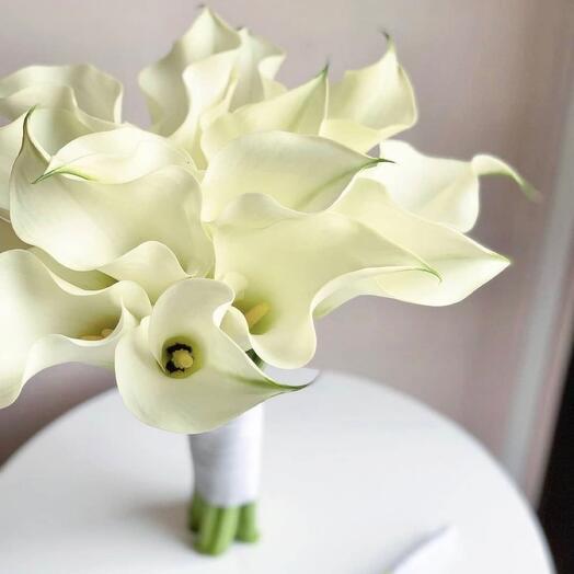 Букет невесты Luxury Flowers Белые каллы