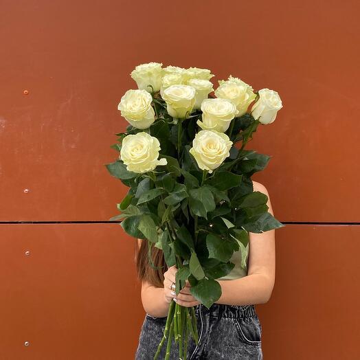 15 белых роз 70см