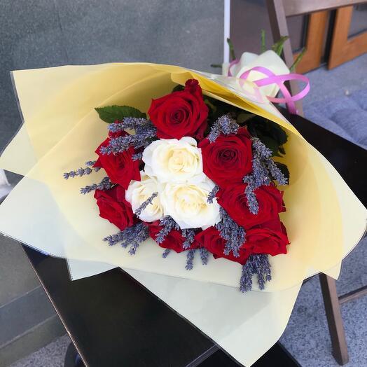 Букет Самой Любимой с розами и лавандой 💜