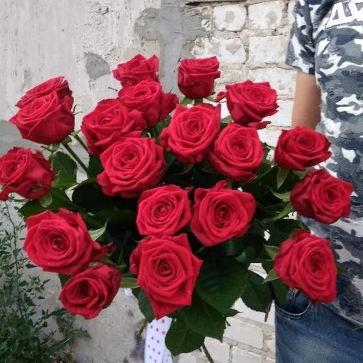 Букет из 19 красных голландских роз 70 см: букеты цветов на заказ Flowwow