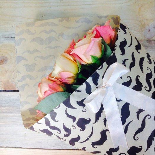 19 розово-сливочных роз в бумаге