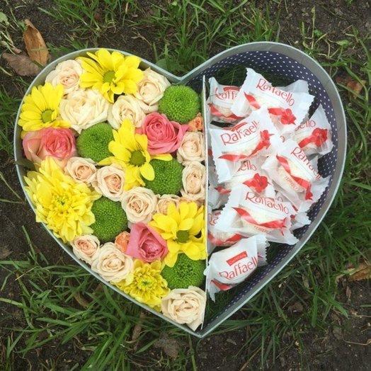 Цветочно-конфетный комплимент 1: букеты цветов на заказ Flowwow
