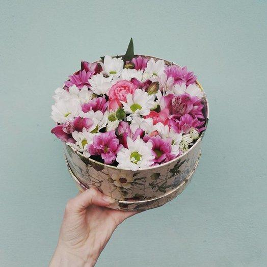 Круглая коробочка с цветами