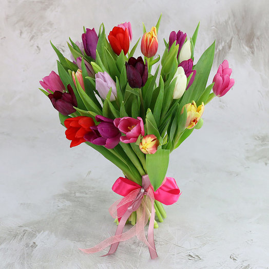 Букет из 25 разноцветных тюльпанов: букеты цветов на заказ Flowwow