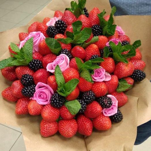 Клубнично-ежевичное удовольствие: букеты цветов на заказ Flowwow