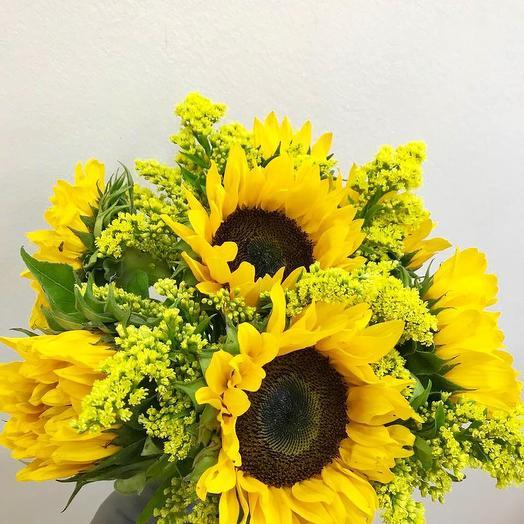 Солнышко в руках: букеты цветов на заказ Flowwow