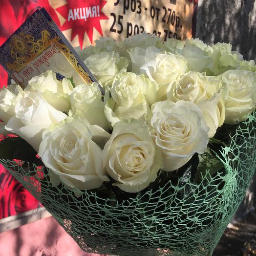 25 белых роз Мондиал: букеты цветов на заказ Flowwow