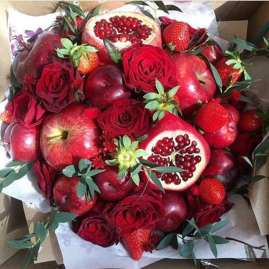 Фруктовый букет «Красный круг»: букеты цветов на заказ Flowwow