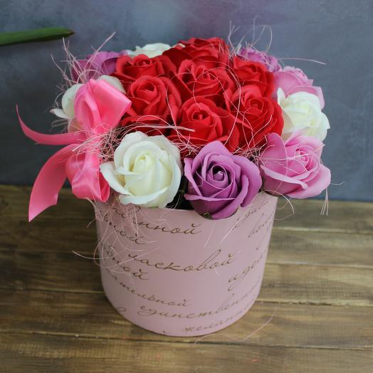 Разноцветные розы из мыла в коробке