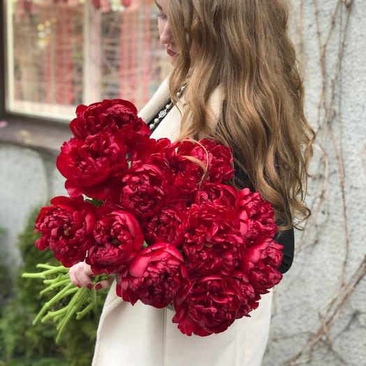 Букет из 21 красного пиона: букеты цветов на заказ Flowwow
