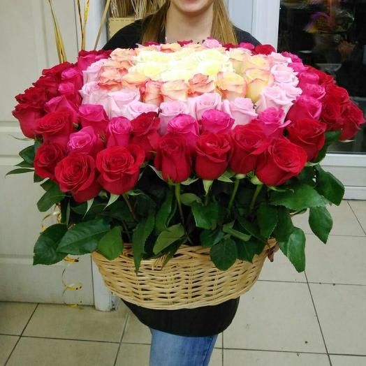 Корзина из 101 розы: букеты цветов на заказ Flowwow