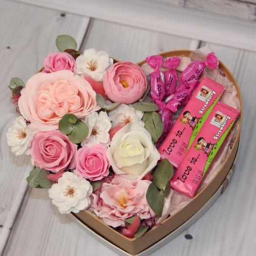 Композиция в бежевом сердце большое: букеты цветов на заказ Flowwow