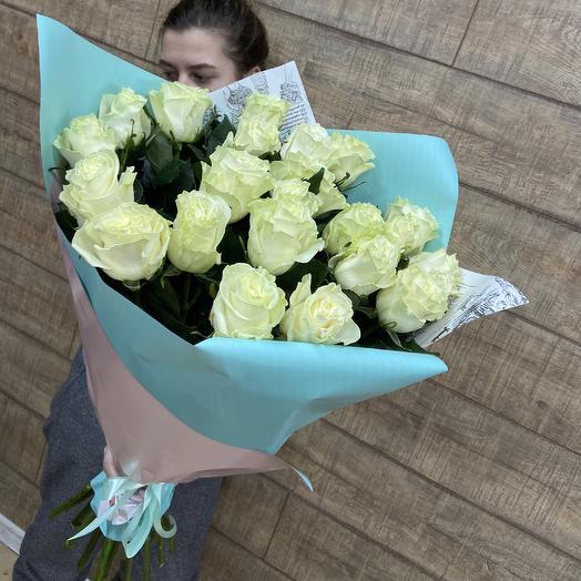 Огромный букет белых роз ко дню влюблённых: букеты цветов на заказ Flowwow