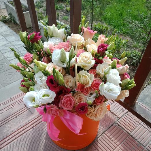 Коробка из кустовой розы и эустомы