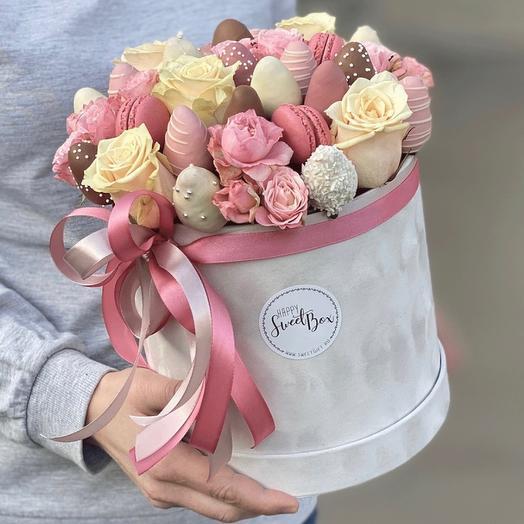 Букет из клубники в шоколаде с цветами «Воздушный»: букеты цветов на заказ Flowwow