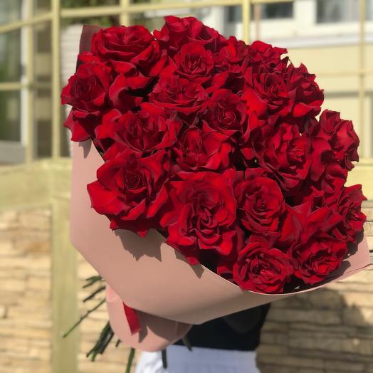 Розы ажурные с крупным бутоном