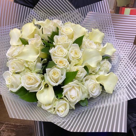 Каллы с розами
