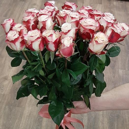 25 роз двухцветной 70 см