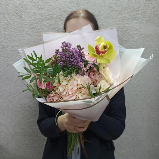 Букет с гортензией, сиренью, орхидеей и ассорти цветов