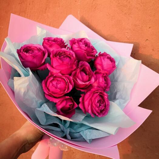 Кустовая сортовая пионовидная роза