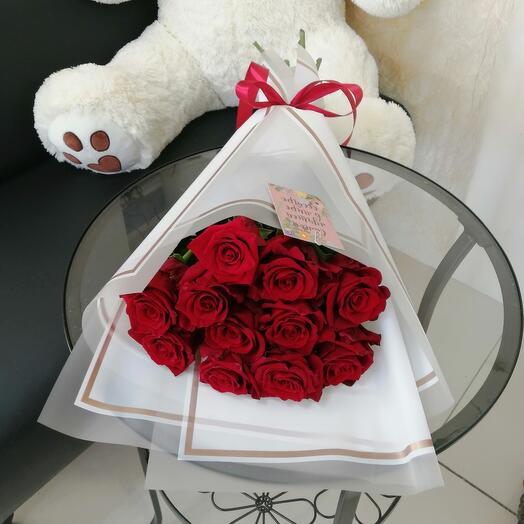 11 роз в стильном оформлении